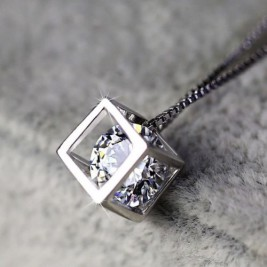 Колие Кубче кристал